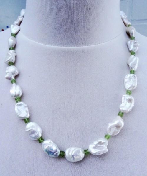 Keshiperlen Kette naturfarben mit Peridot Unikat Collier Perlenkette 2882