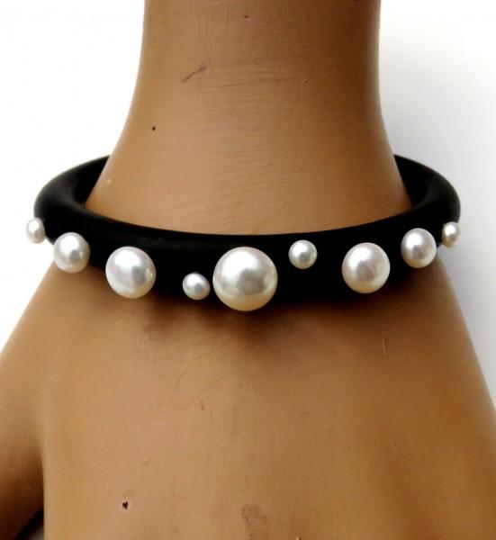 Kautschuk Armreif mit Süßwasser Bouton Perlen Unikat Armreif handgefertigt 4697