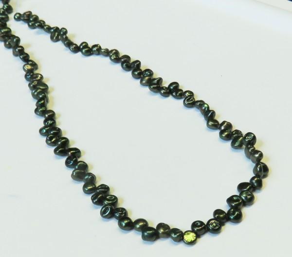 Keshi Perlen Strang Süßwasser Keshiperlen dunkelgrün L0010
