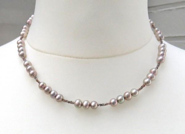 Unikat Kette aus Süßwasser Perlen und 3,5 Karat naturbraunen Rohdiamanten 4197